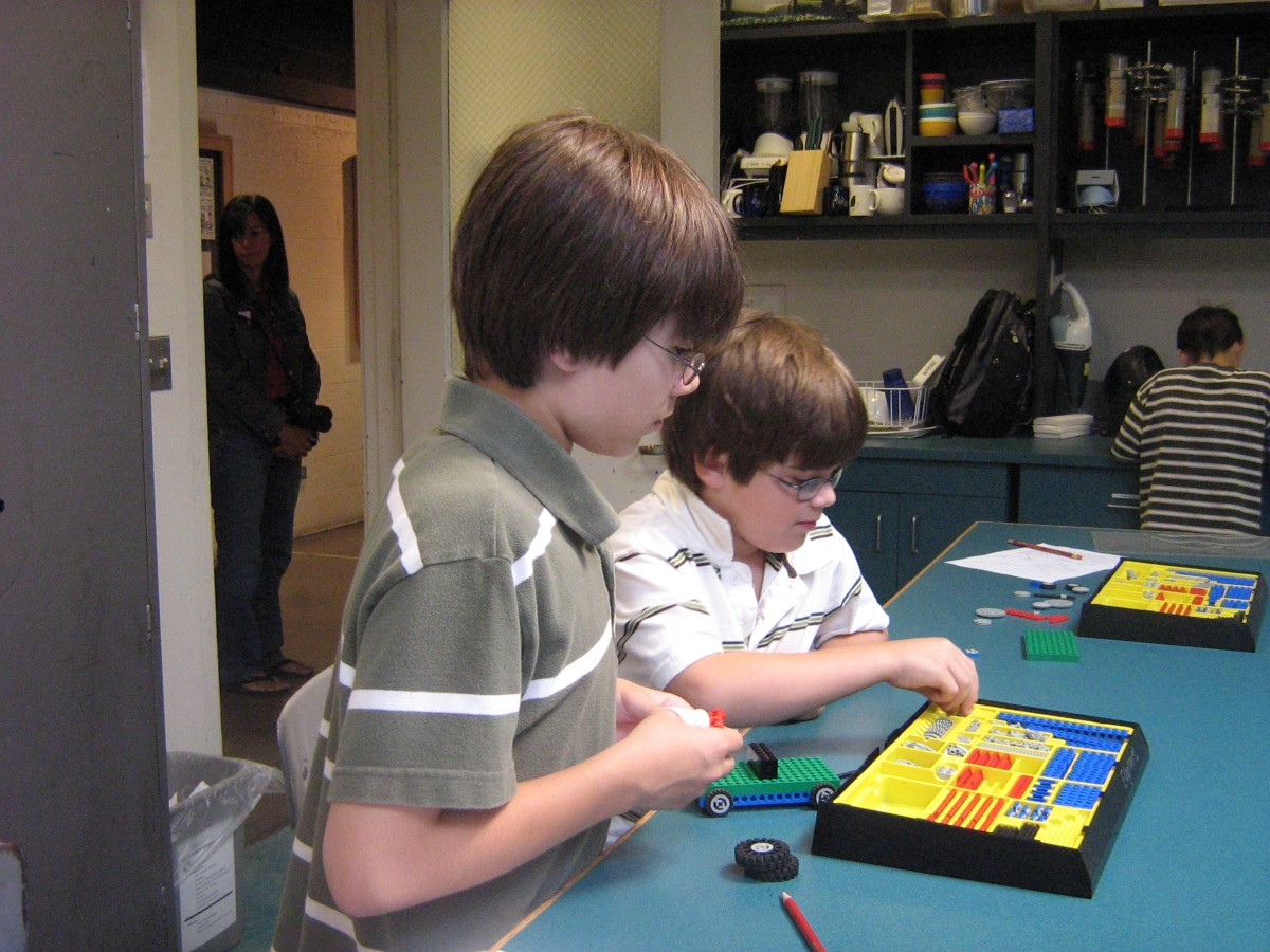 A field trip to MIT organized by an online homeschool group.