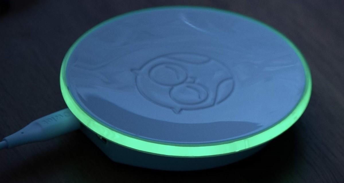 Owlet Smart Sock base station showing the green color.