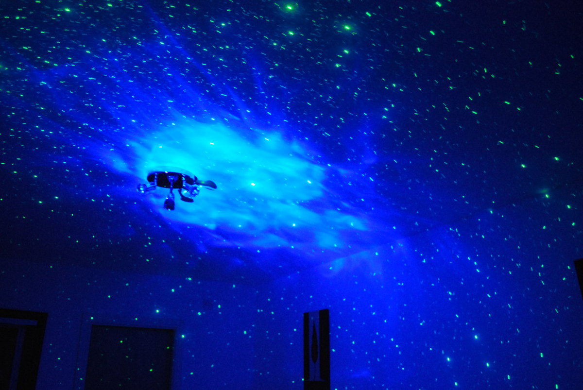 With a projector and some free star mapping software, you can turn your ceiling into a home planetarium.