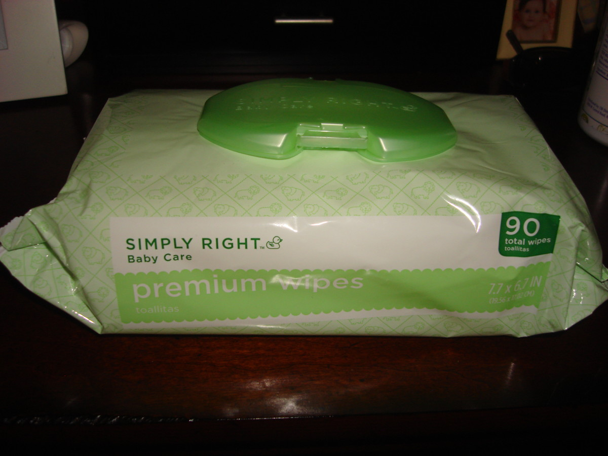 Simply Right wipes have easy-to-close packaging.
