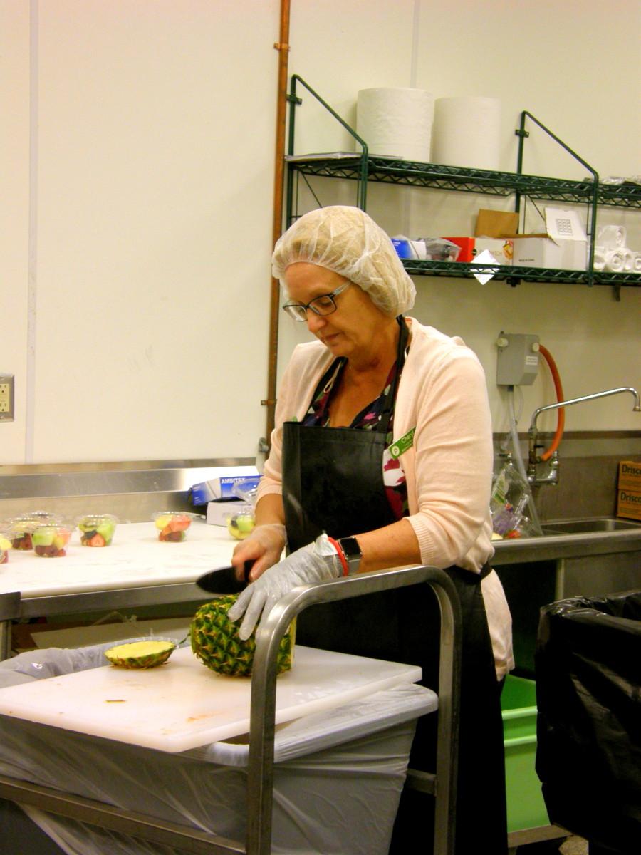 Cutting pineapple manually
