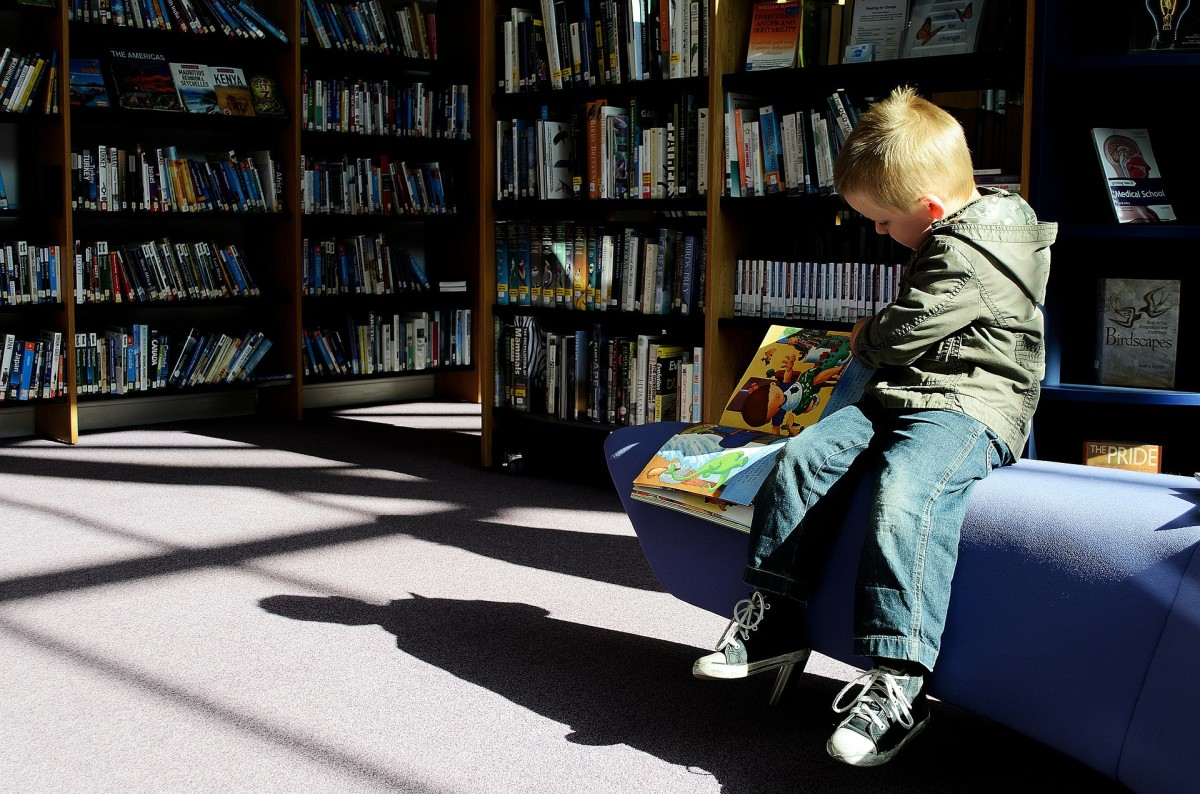 how-to-help-children-to-love-books-and-reading