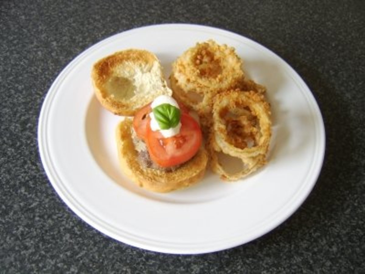 Fast-Food-Style Onion Rings and Beef Burger