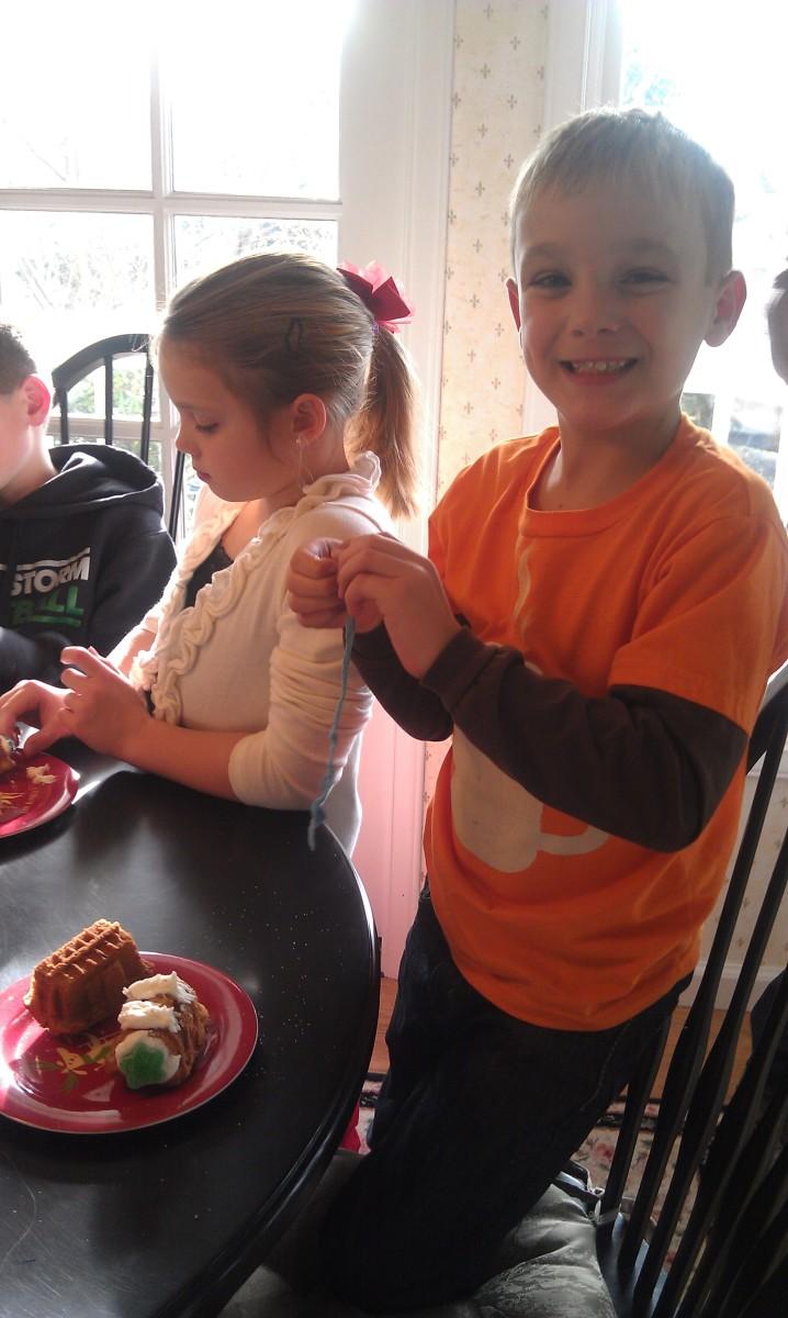 Children love decorating cake trains!