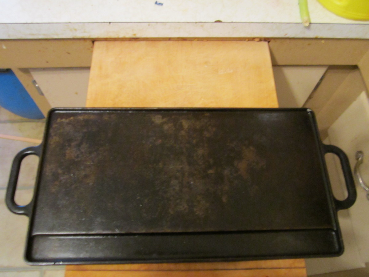 Double sided griddle: This is the flat side which is great for making eggs, pancakes, or french toast!