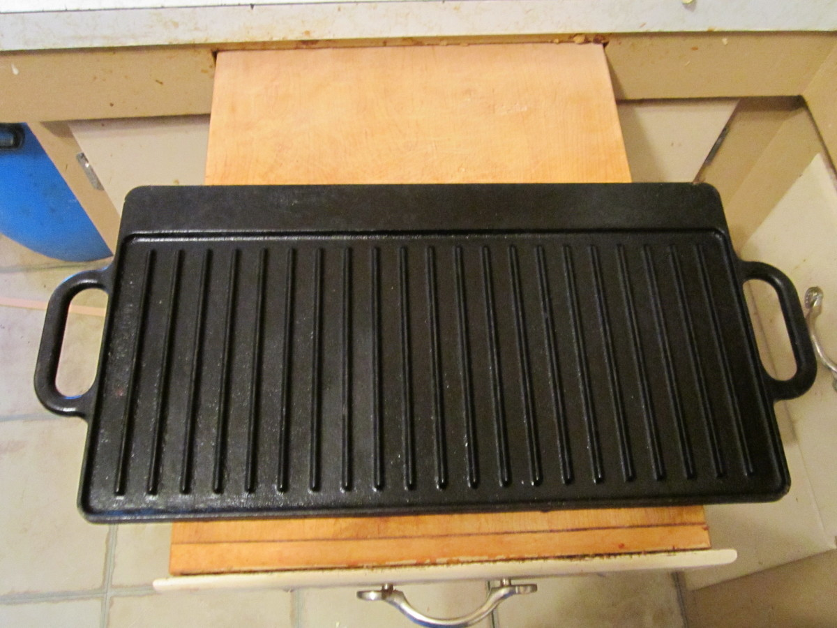 Double sided griddle: This side is used for grilling. Notice the ridges that wick away fat and grease for a healthier meal!