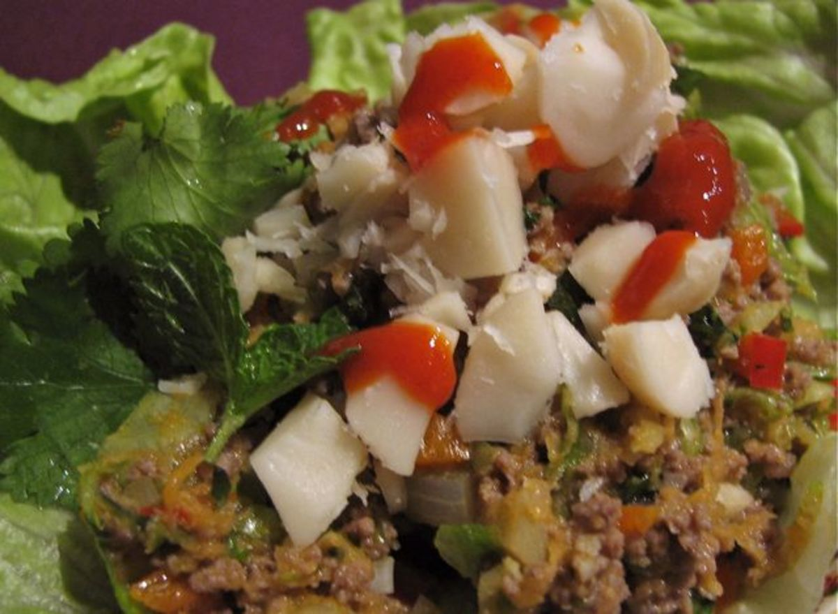 Thai style ground beef as an entree, with chopped macadamias and chili sauce.