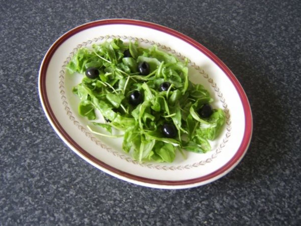 Fresh rocket leaves (arugula) and black olives