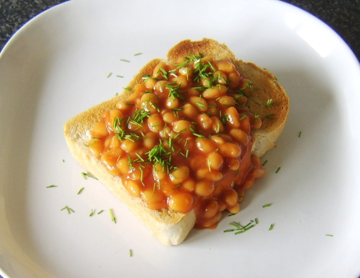 Baked beans with garlic served on a thick slice of toasted farmhouse bread and garnished with chopped chives.