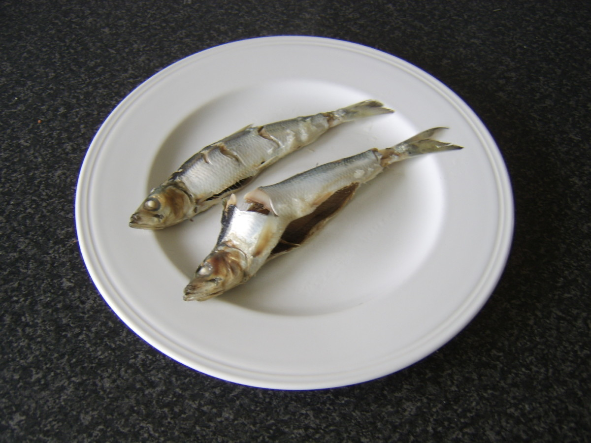 Cooled herring are removed to a plate