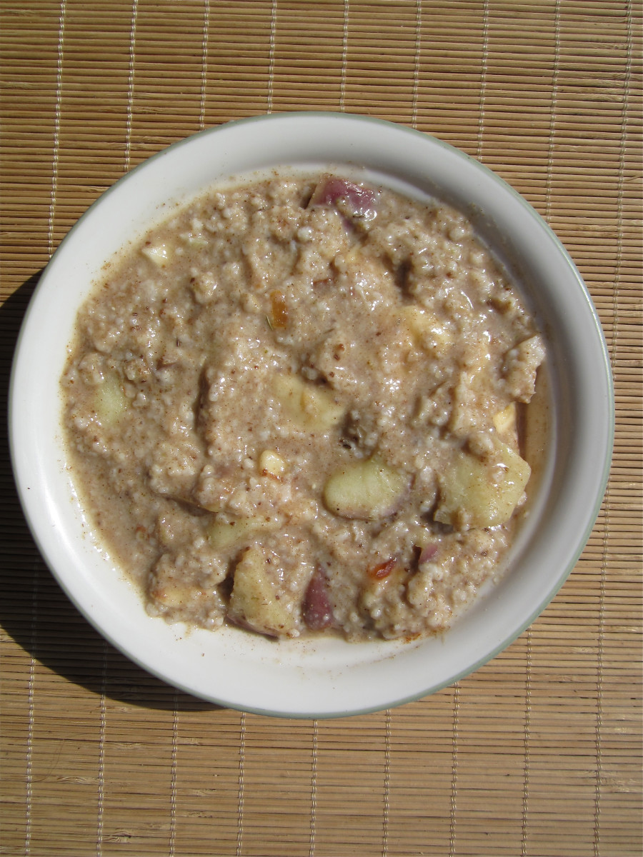 Oatmeal and apples decrease the level of LDL cholesterol in the blood, which improves the health of blood vessels.
