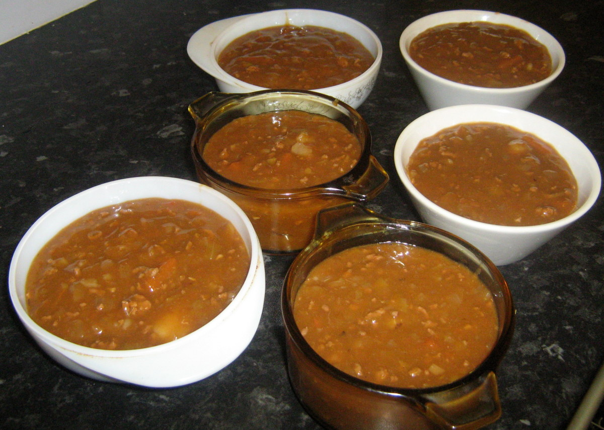 Preparing stew for freezing