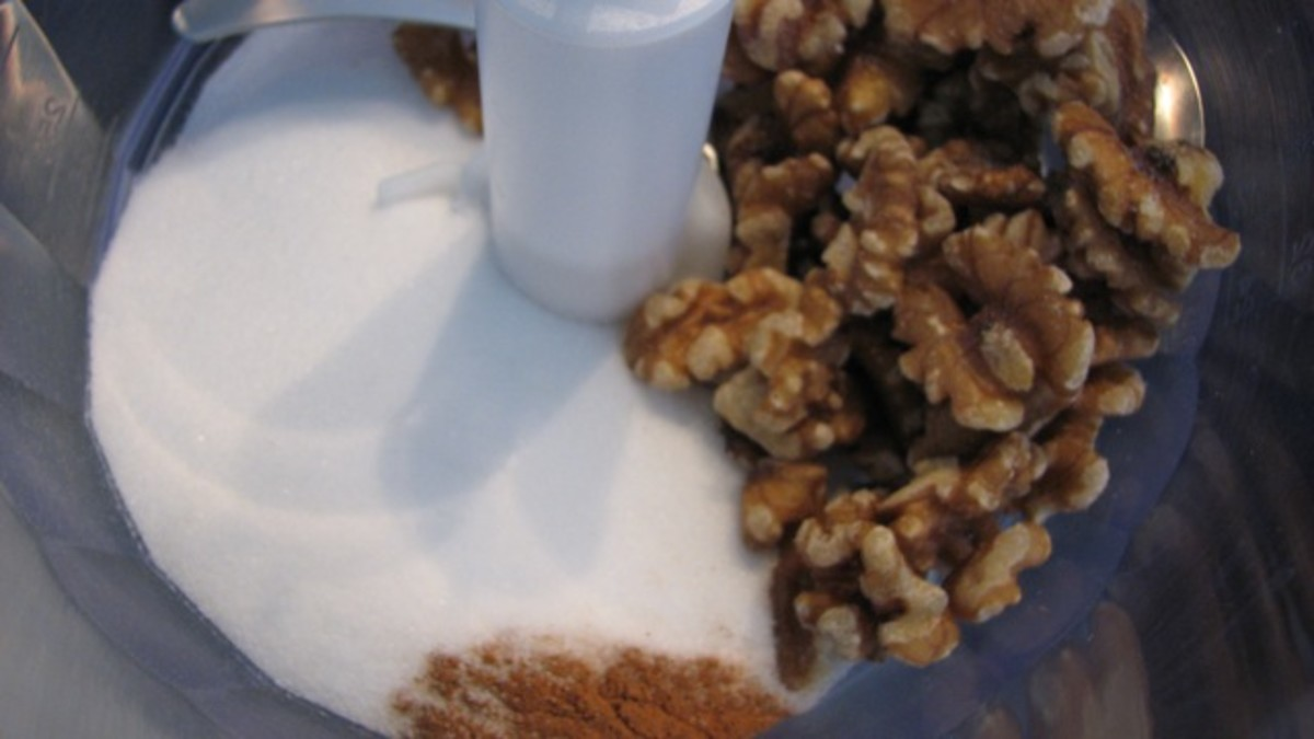 Walnuts, sugar and cinnamon in the food processor.