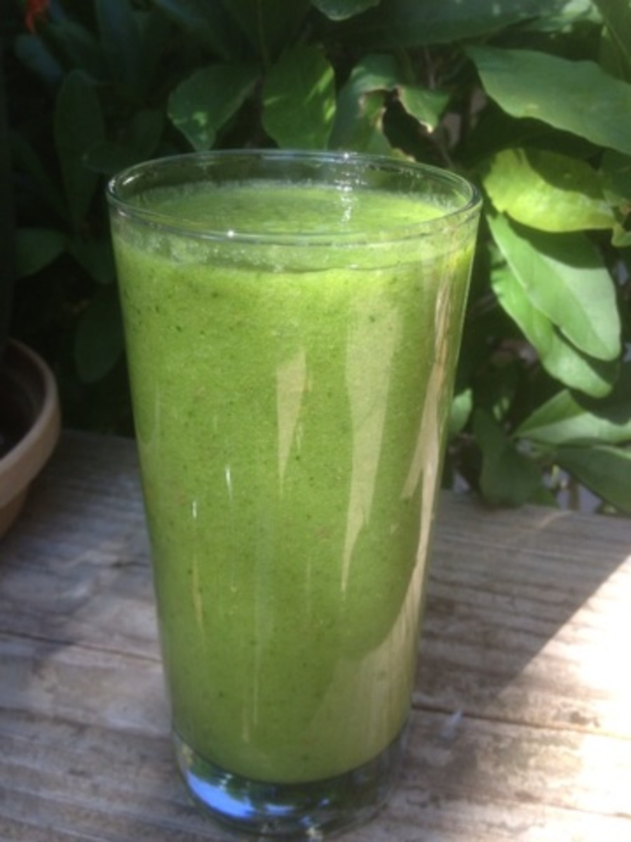Glowing Green Smoothie: a daily ritual.