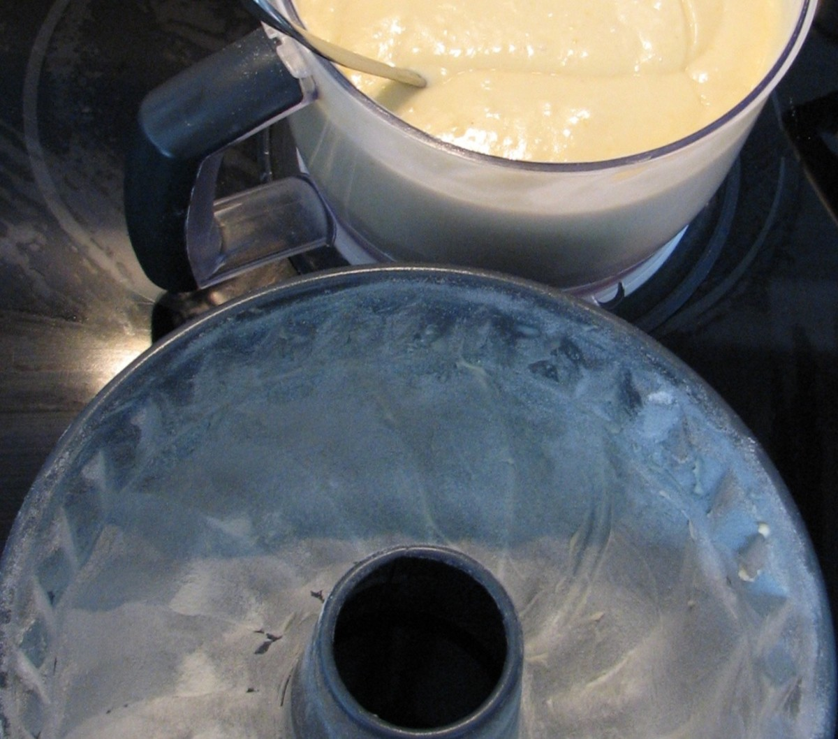 Tip the batter in the floured tin.