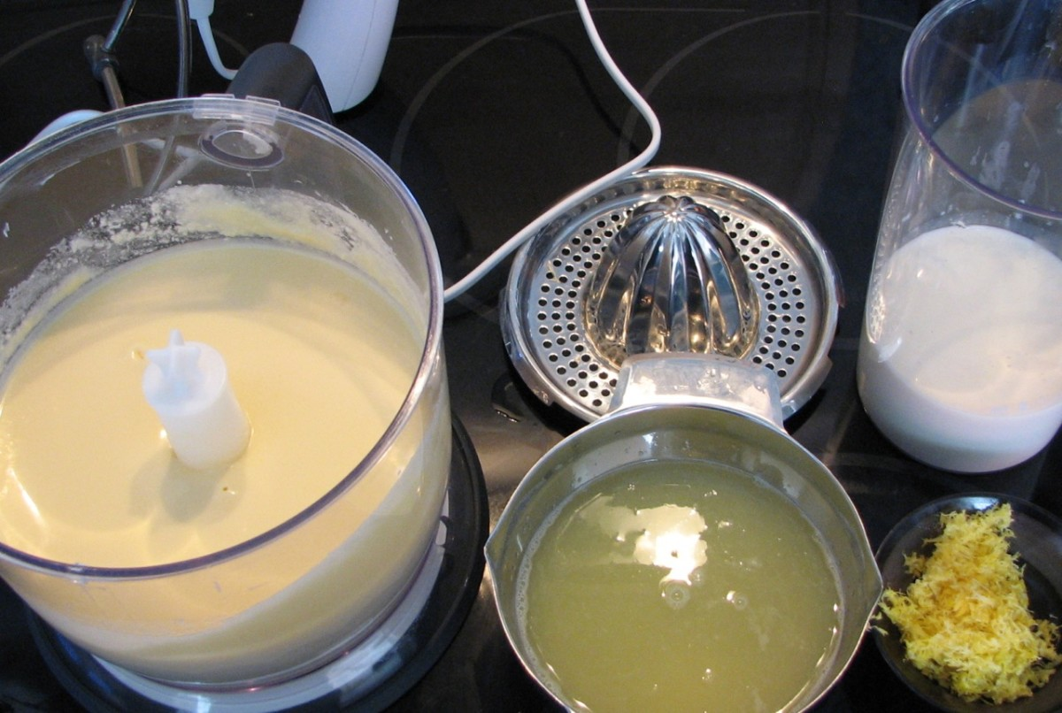 Add concentrated lemon juice, vanilla and buttermilk to the wet mixture.