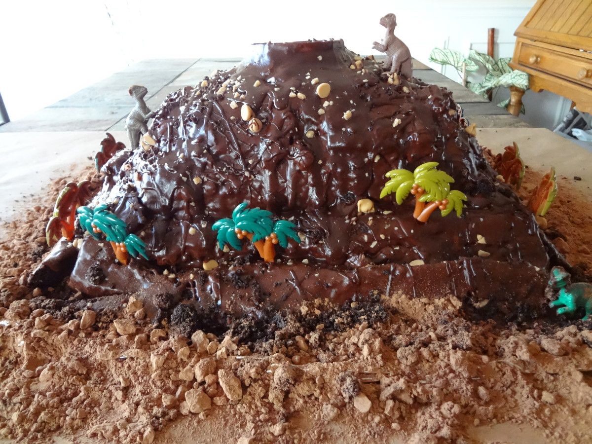 The finished cake before the lava.