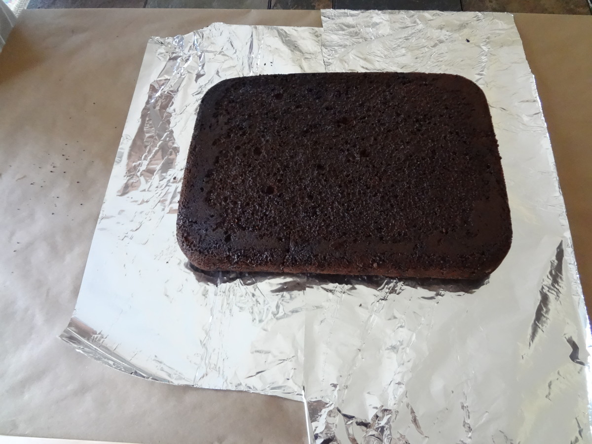 Put aluminum foil under the bottom layer of the cake.