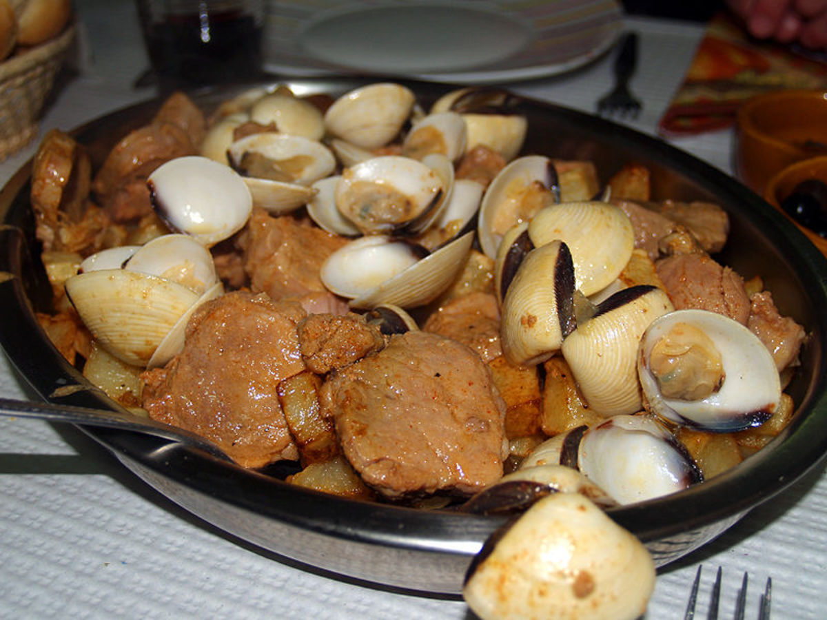 One of the most traditional and popular pork dishes of Portuguese cuisine. It is typical from the Alentejo region, in Portugal, hence the word Alentejana (from Alentejo) in its name. It is a combination of pork and clams, with potatoes and coriander.