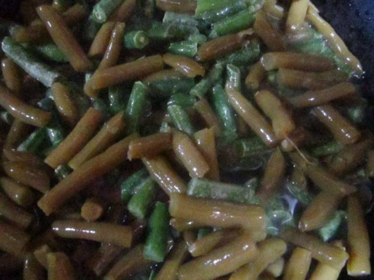 A pretty mixture of different colors of green beans