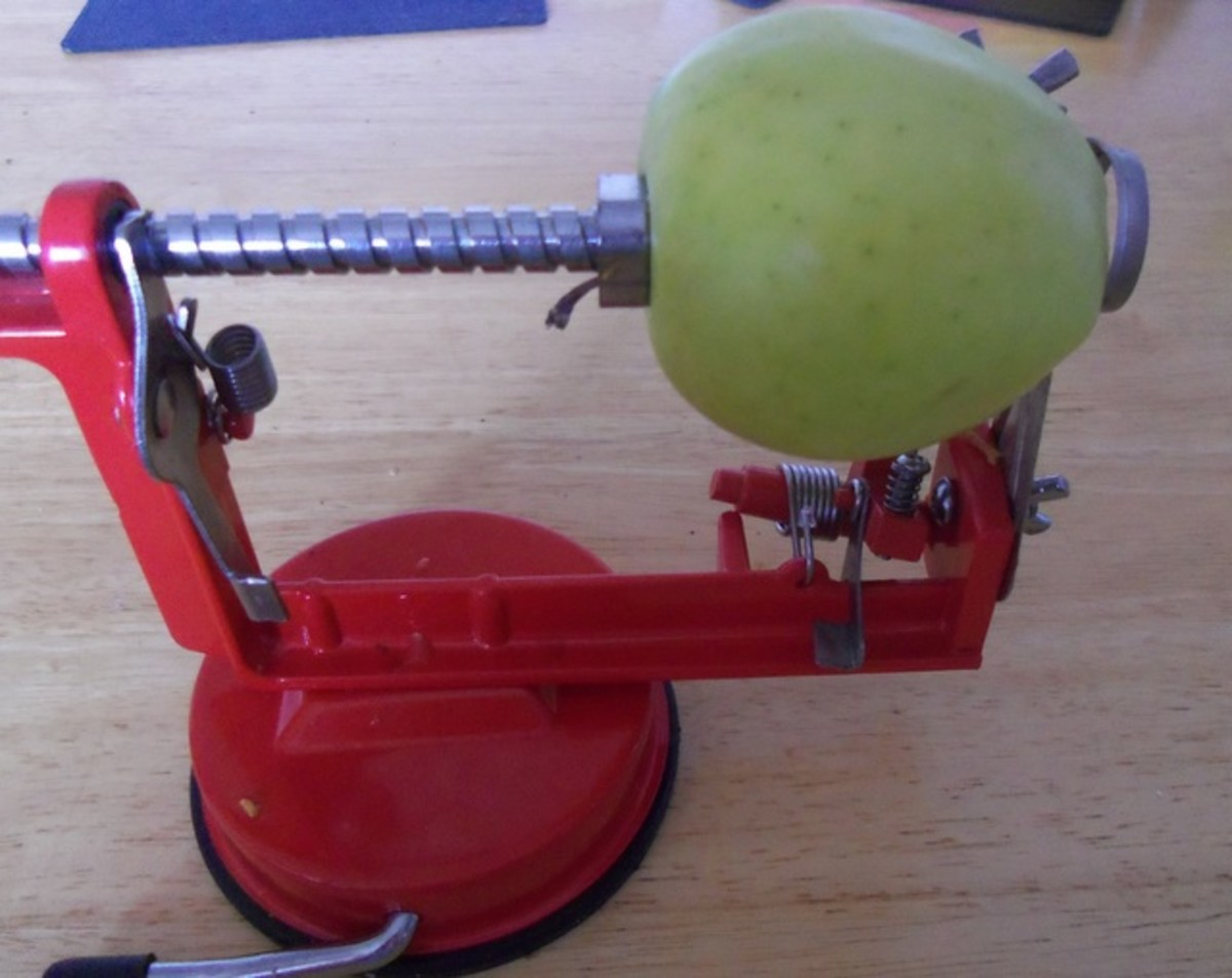 Place the apple on the prongs and turn the handle so that the apple moves against the blade.