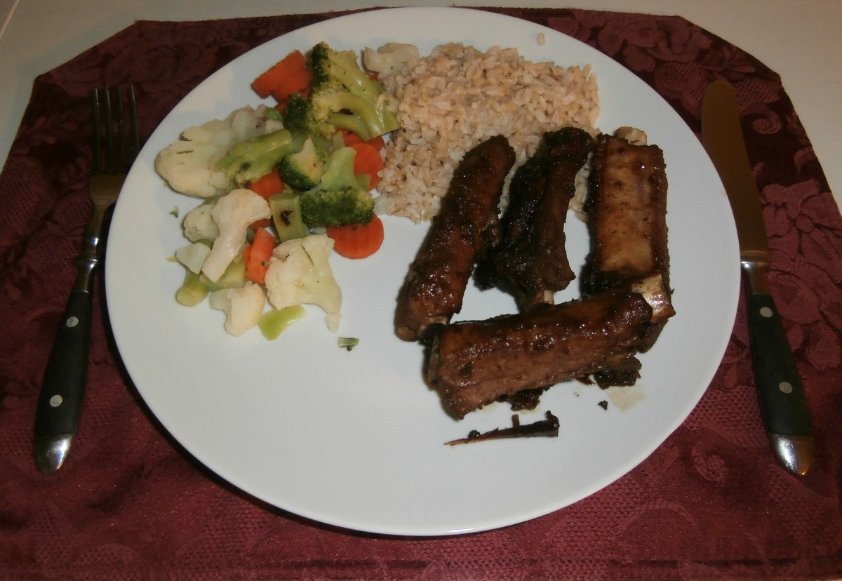 Garlic spareribs with a side of steamed brown rice and steamed mixed vegetables.
