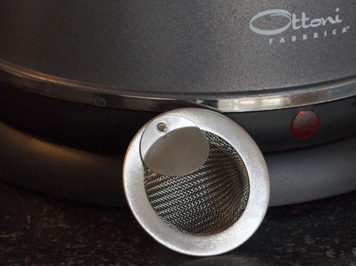 The free replacement stainless-steel filter for the Alice kettle.