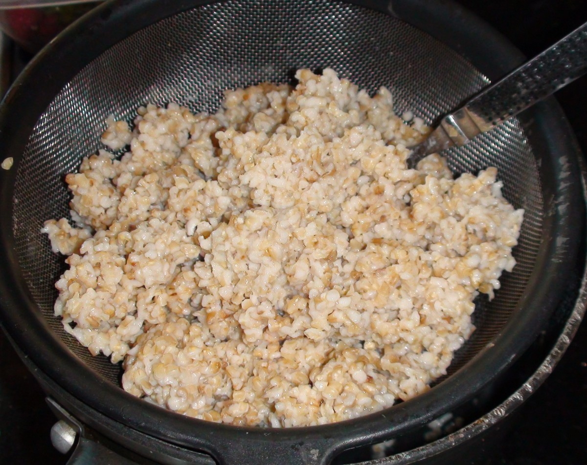 The cooked oatmeal draining and cooling. I place the hot oatmeal into a metal colander and let it sit for about 30 minutes. All the excess liquid will drain out. Fluff it with a fork.