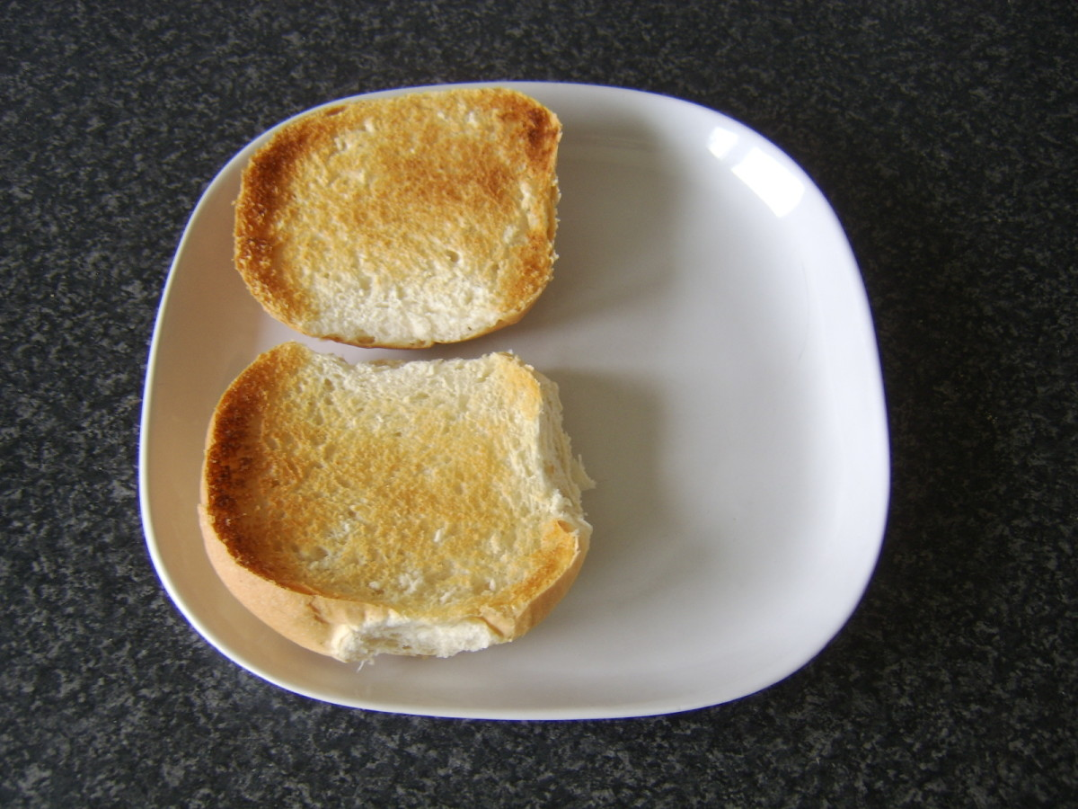 Toasted bread roll for steak