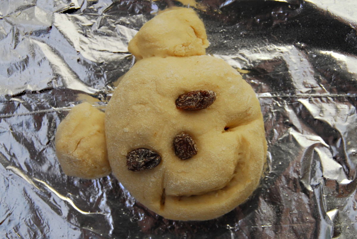 The smiley face: all risen and ready to be baked!