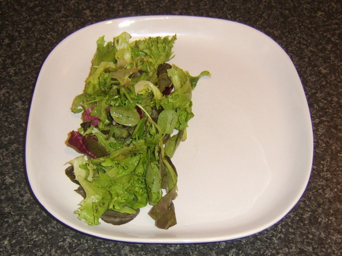Salad leaf bed for sea bream fillets