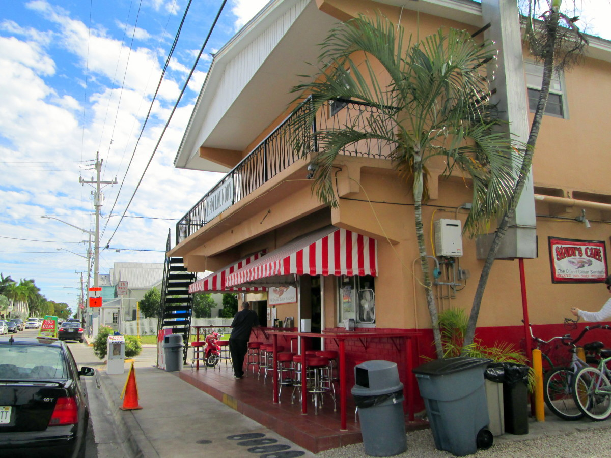 Sandy's Cafe, street-side