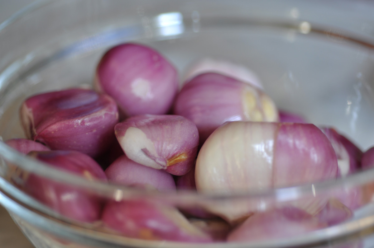 Red Asian Shallots, peeled. When available, I make up large batches of the curry pastes which call for these shallots and freeze the pastes. Image: © Siu Ling Hui