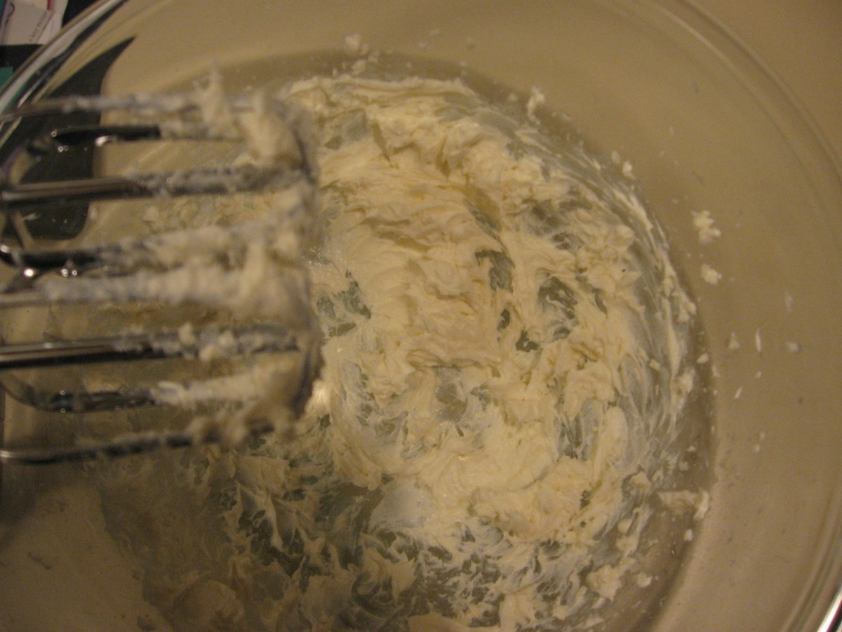 The cream cheese and sugar are ready for the chocolate.