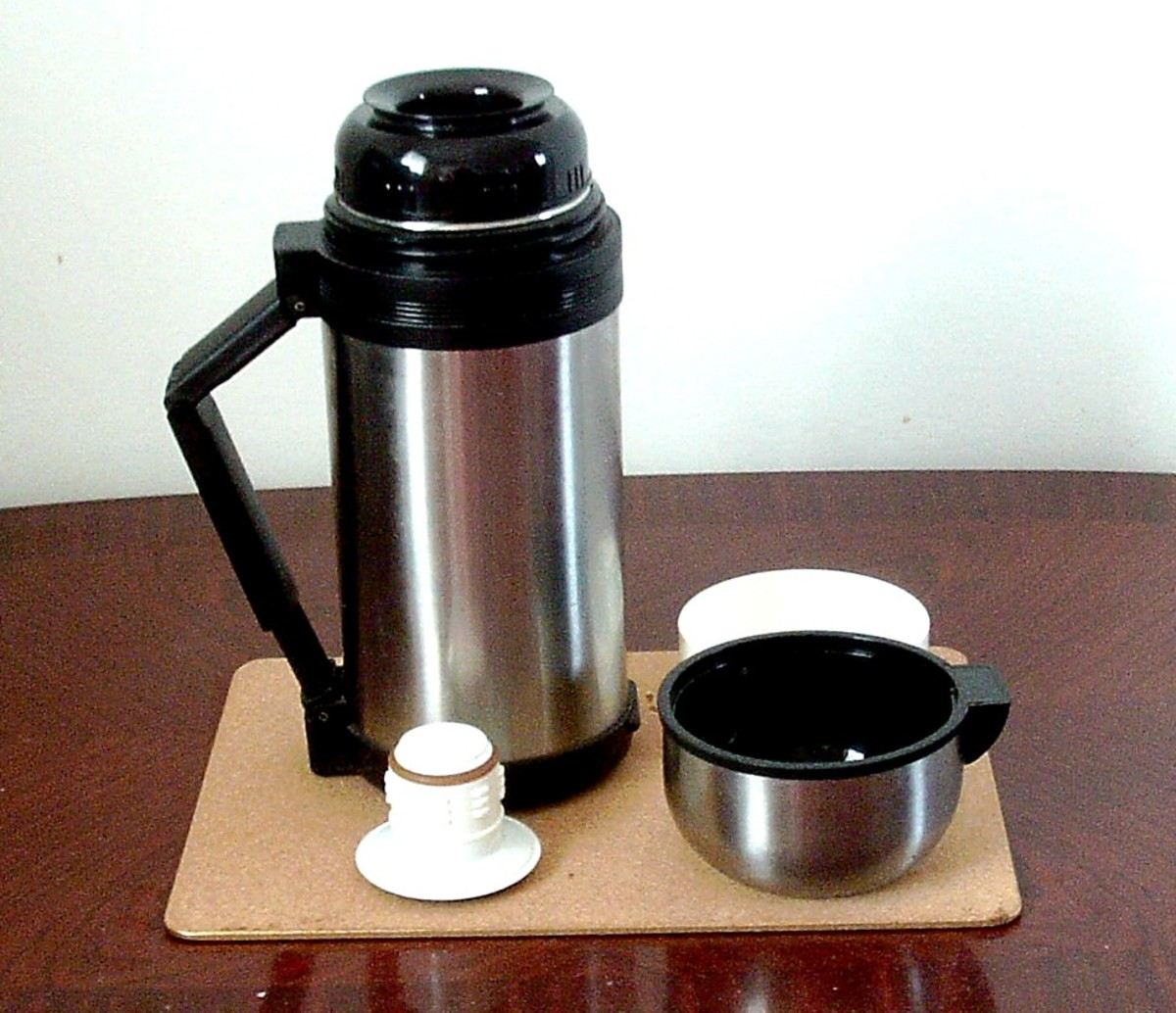 A vacuum flask is perfect both for shaking cocktails and for keeping them cool in summer