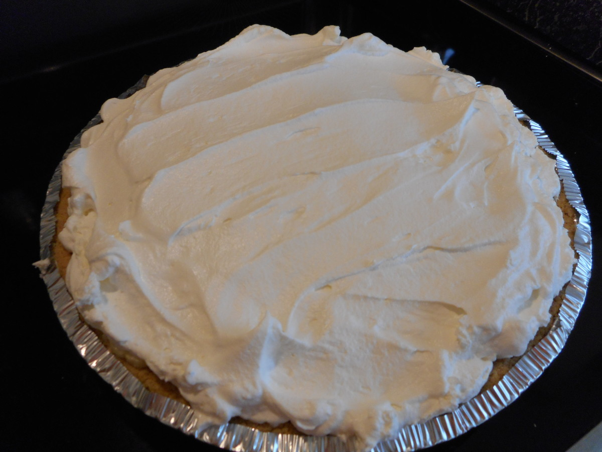 Cool Whip topping spread over sliced bananas