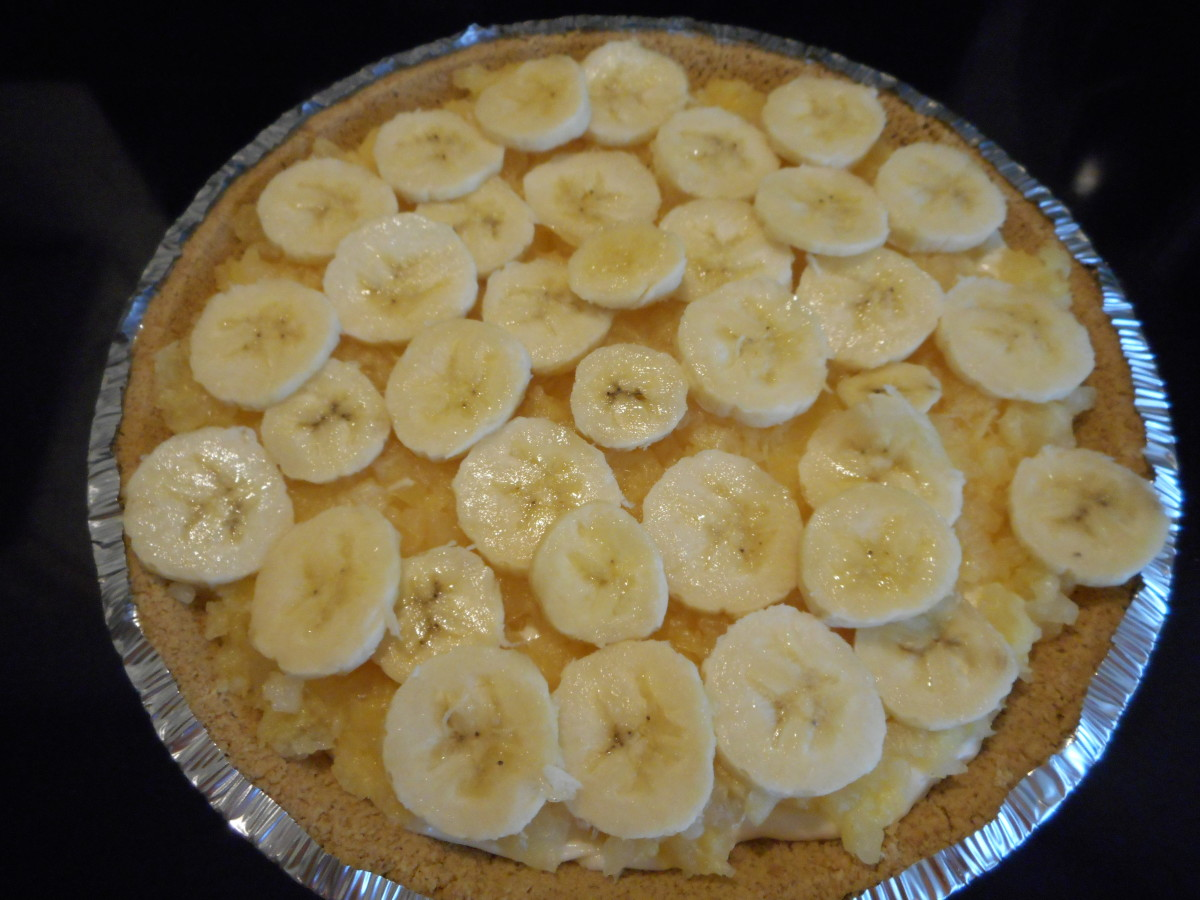 Place sliced bananas over pineapple.
