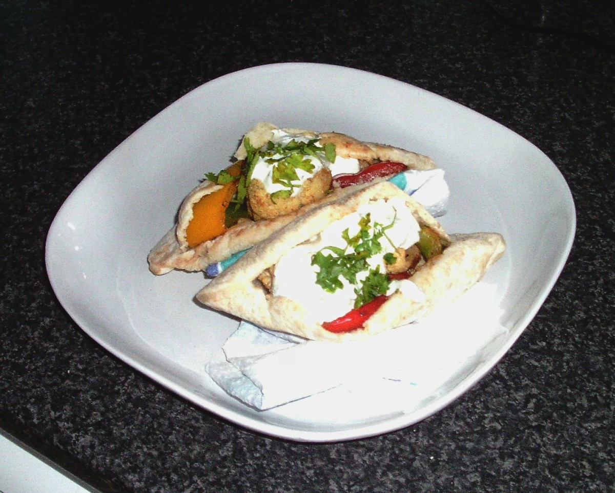 Spicy cauliflower and bell peppers filled pitta breads with soured cream sauce