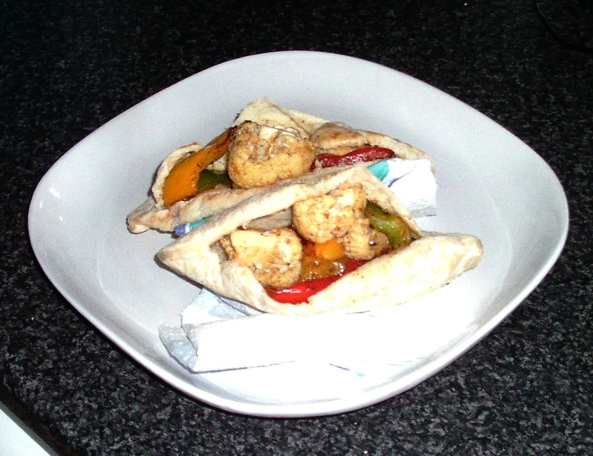 Vegetable filled pitta breads