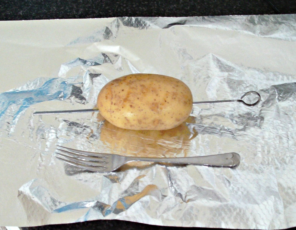Preparing potato for baking