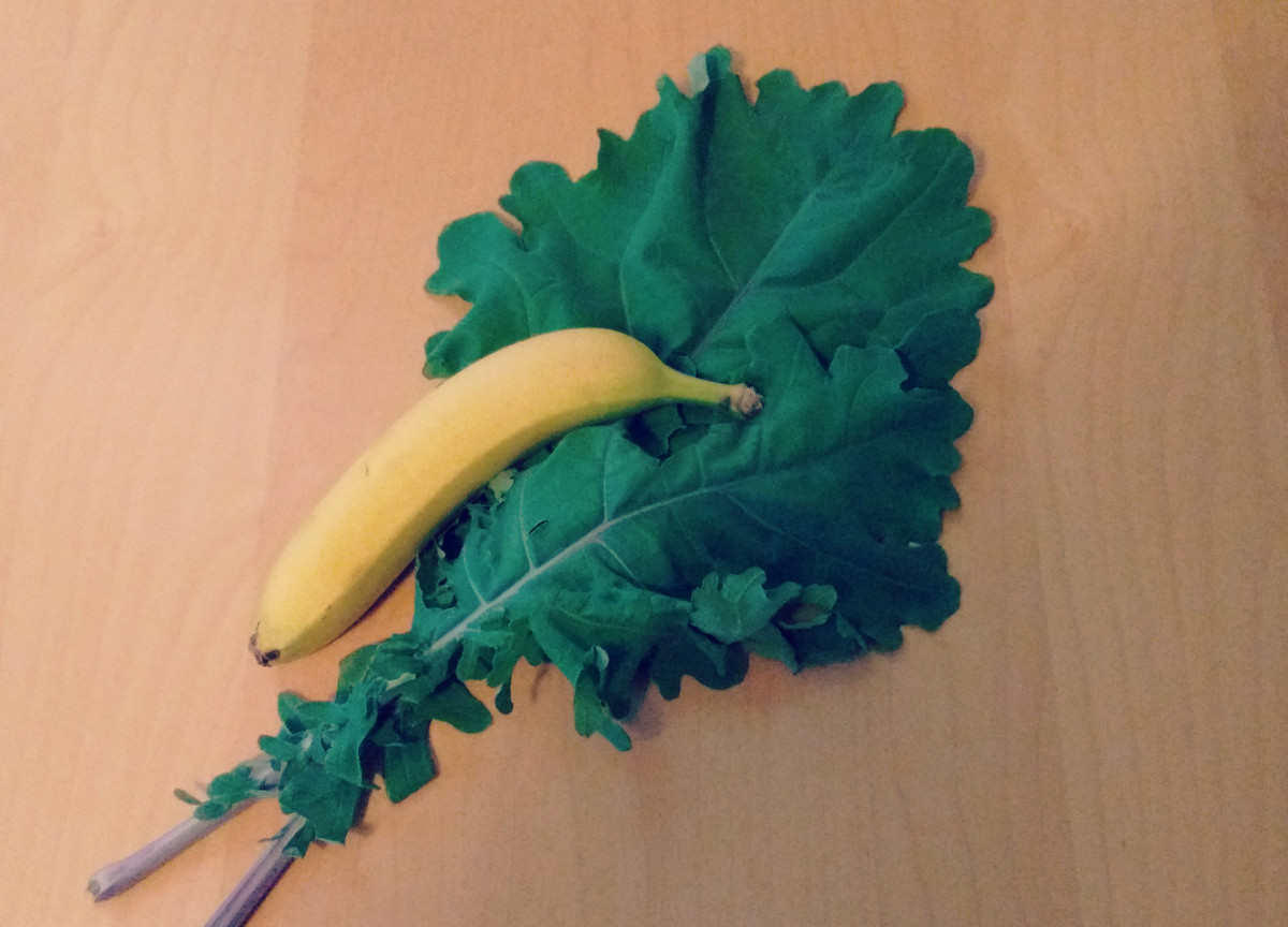 Fresh kale and a ripe banana.