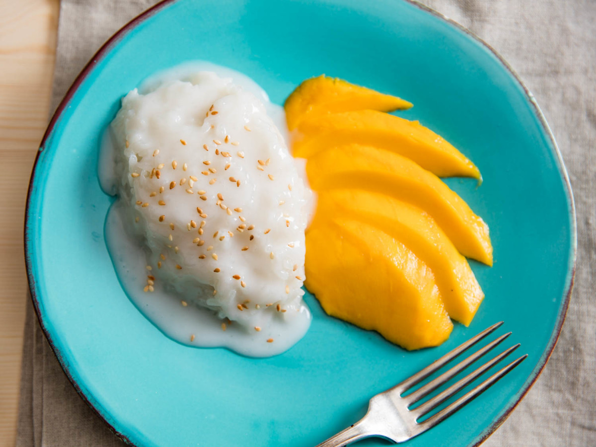 More sticky rice and mango!