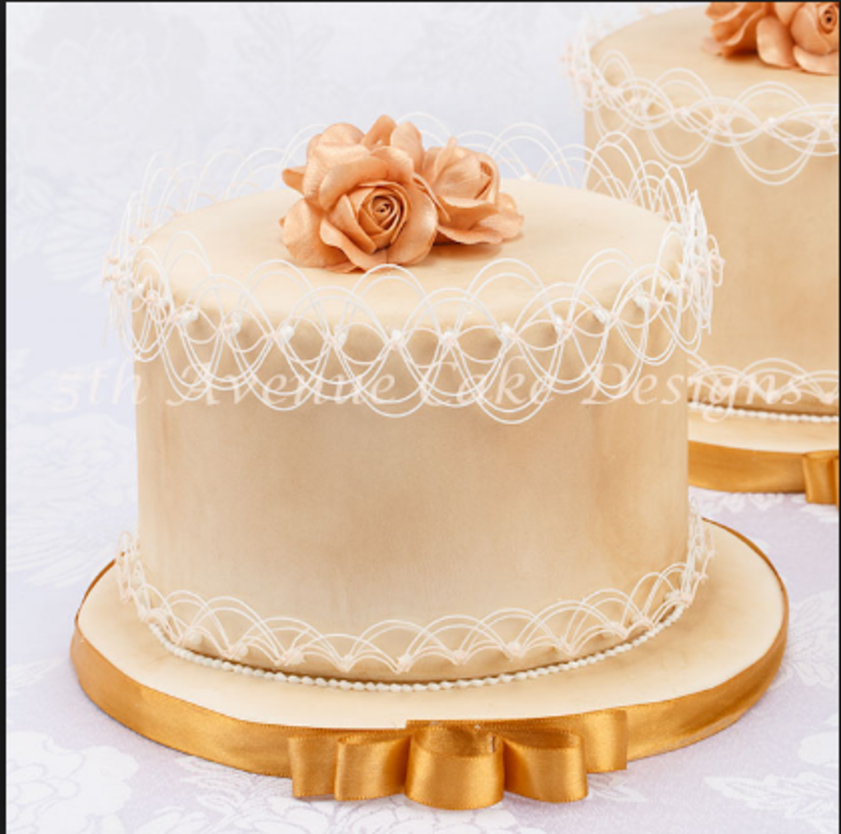 This stunning little Oriental stringwork number was created by Bobbie's Baking Blog.
