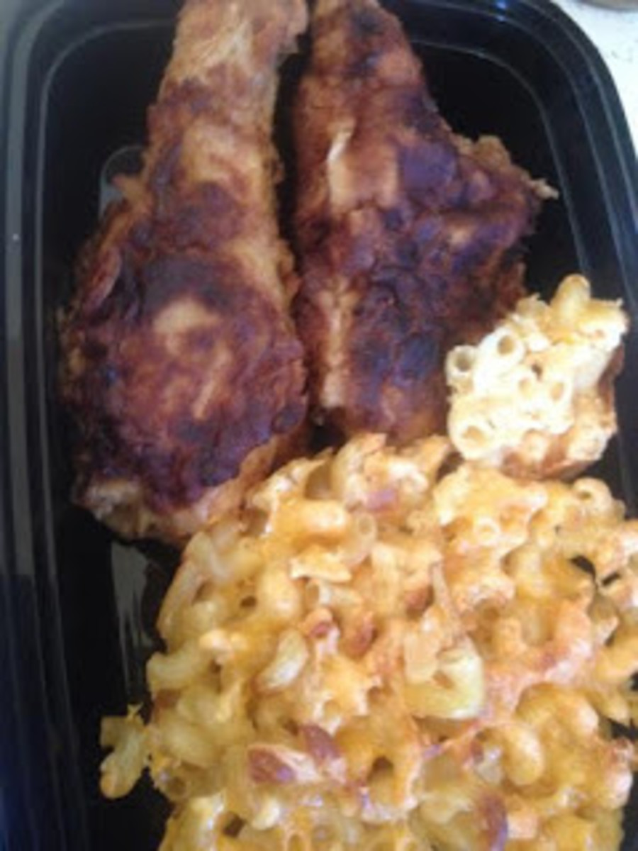 Fried Chicken with baked macaroni and cheese.