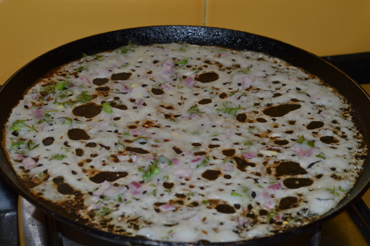 The crepe is ready to be removed from the pan