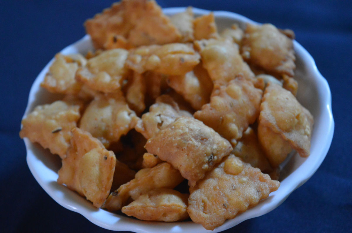 Sweet & spicy diamond cuts or Shankarpali