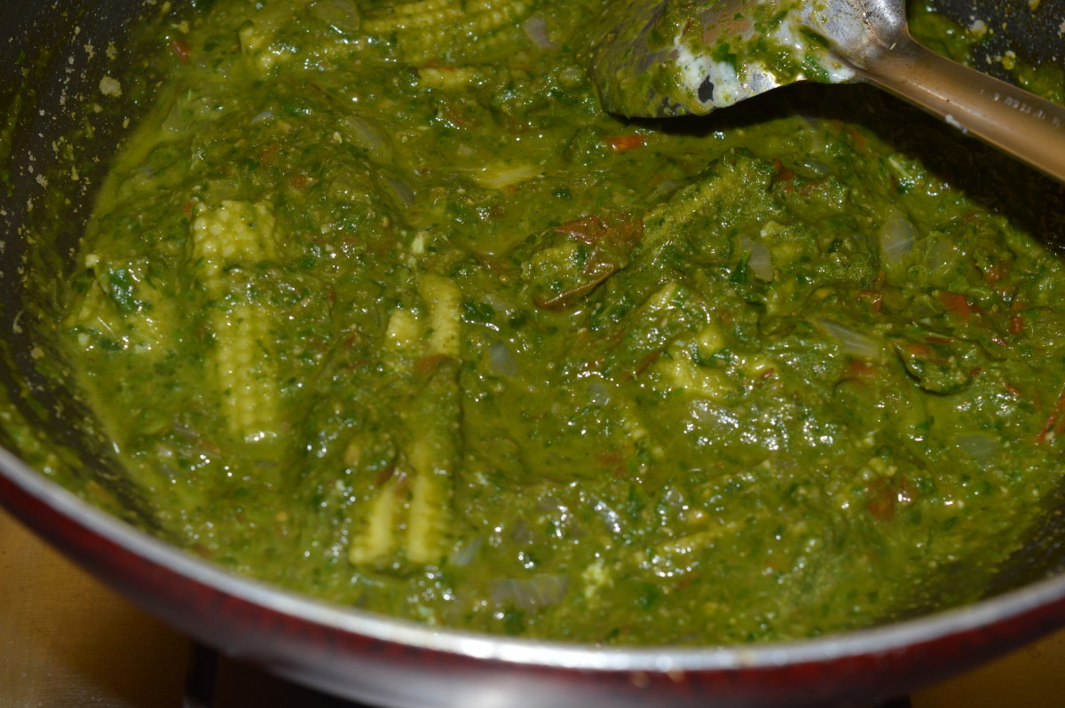 Baby corn and spinach curry is ready to serve