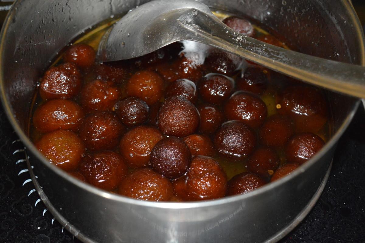 Gulab jamun absorbing sugar syrup