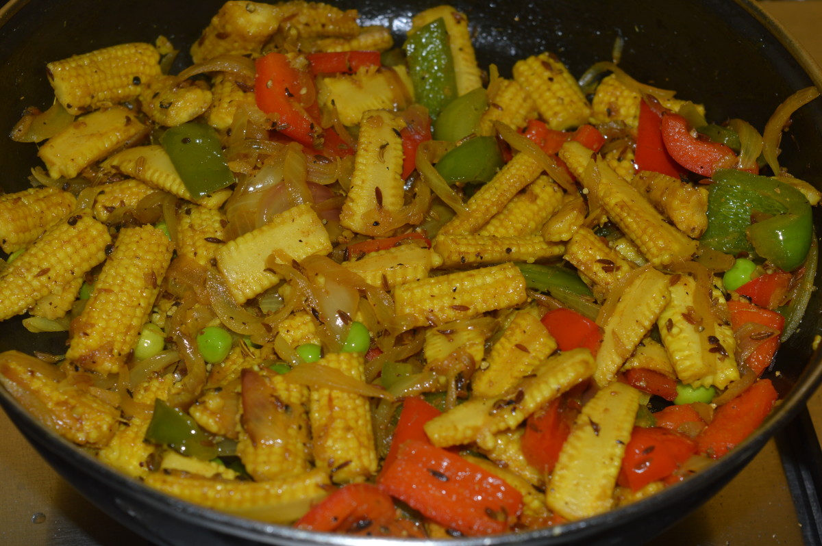 Step five: Sprinkle saunf-pepper powder mix. Thoroughly mix the contents. Baby corn fry is ready to serve.