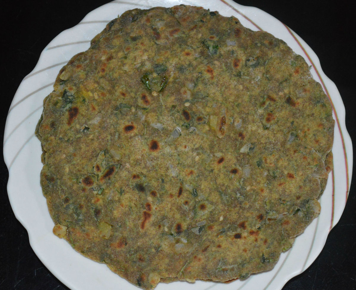 Serve hot roti with tomato chutney sauce or with any other tangy dip.